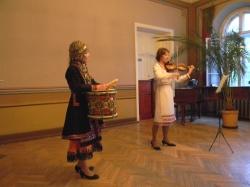 Анна Мишина (тӱмыр) да Инга Погонина (ия ковыж)